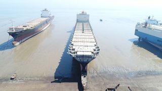 Norge vil ha slutt på at skip skrapes på strender. Men deler av bransjen stritter imot