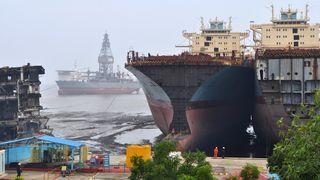 Uholdbare arbeidsforhold og miljøskader til tross: Flere norske skip skrapes på strender i Asia