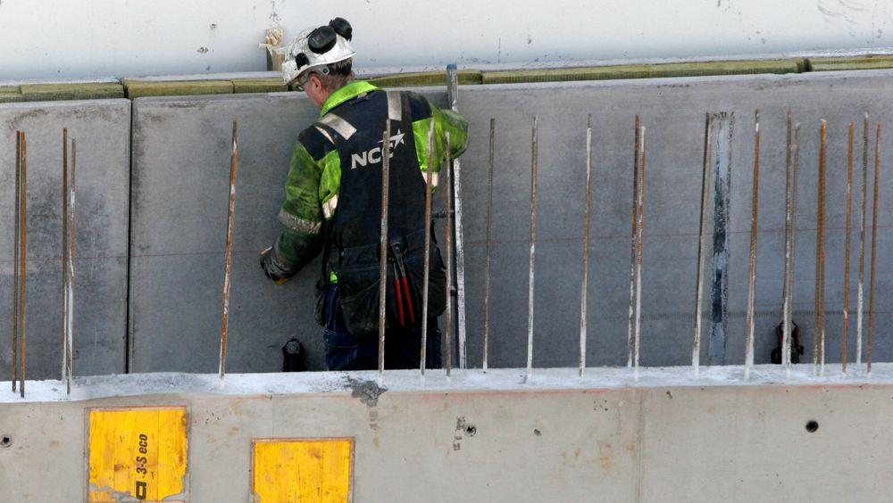 Det er mange ulike faktorer som avgjør om et byggeprosjekt bruker prefabrikkert eller plasstøpt betong. Bildet er tatt fra byggingen av Akerselva Atrium i Oslo.