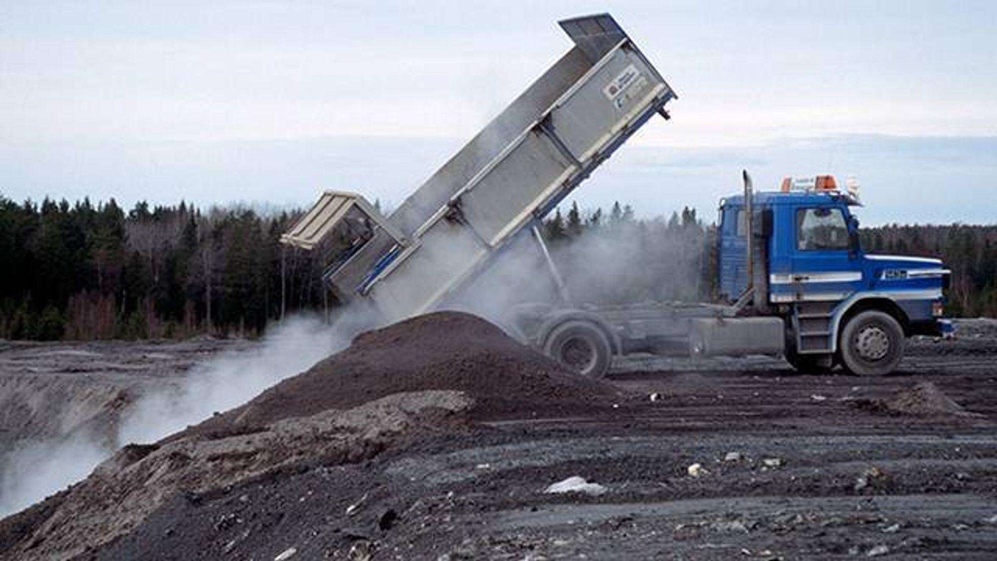 Flygeaske kan inneholde miljøgifter og tungmetaller. Nå har forskere funnet en metode som gjør at det kan benyttes i større grad i betong.