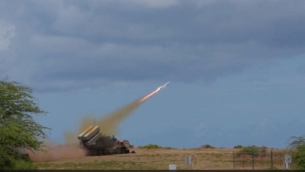 NSM skytes fra Pacific Missile Range Facility Barking Sands på Kauai.
