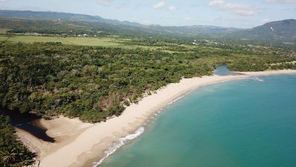 På denne karibiske strandtomten skal Kaptein Sabeltanns nye temapark ligge.