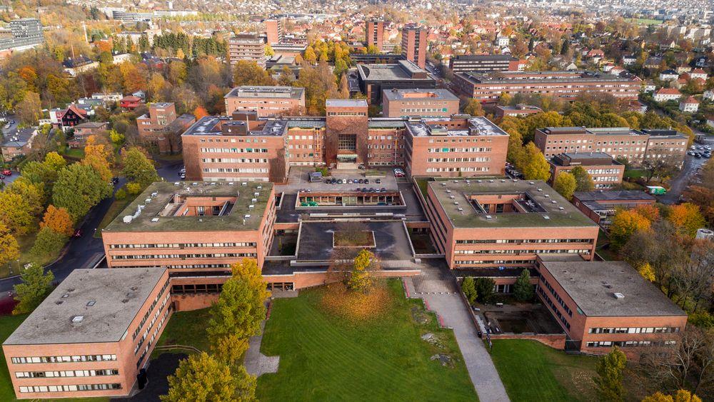 Universitetet i Oslo sett fra sørsiden av området. Over tre år etter at regjeringen lanserte studentboligsatsingen, mangler det fortsatt 14.000 studentboliger for å nå målet i satsingen, ifølge NSO.