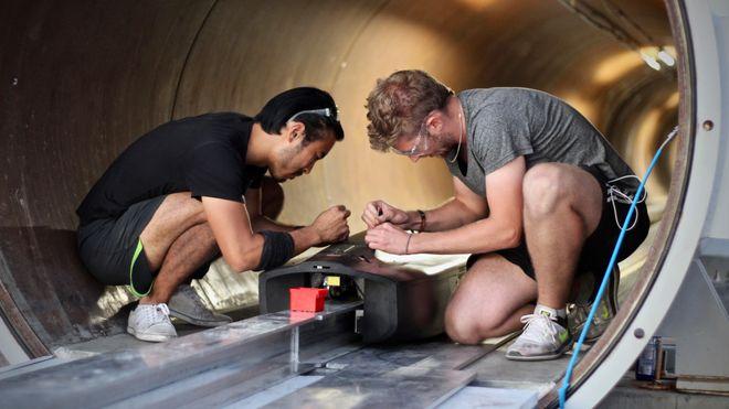 Studenter satte ny hyperloop-rekord – nærmer seg 500 km/t