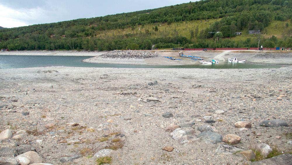 Det varme sommerværet førte til nok en nedgang i fyllingsgraden i norske vannmagasiner i forrige uke. Her et bilde fra vannmagasinet Gjevilvatnet i Oppdal.