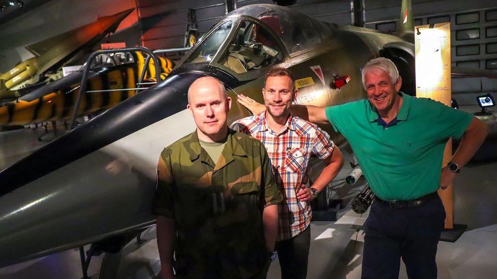 UKENS GJESTER: Major Anders Utgård og vår egen Per Erlien Dalløkken. Til høyre Odd Richard Valmot.
