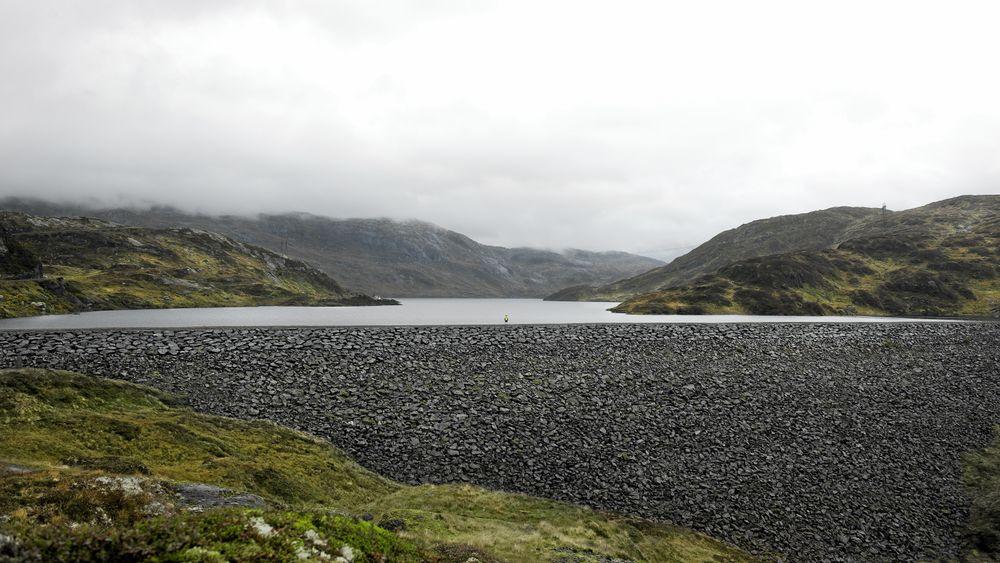 Askjellsdalsvatnet, som er inntaksmagasin til BKK kraftverket Evanger kraftverk. Sjefen, Olav Osvoll, mener regulert vannkraft vil spille en viktig rolle for å balansere forbruk og produksjon i fremtiden.