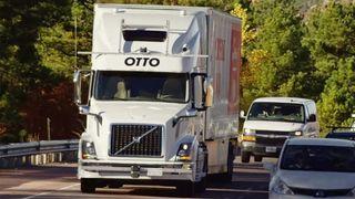 Uber legger utviklingen av selvkjørende lastebiler på is - satser på personbiler