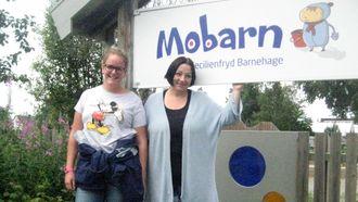 Assistent Emilie Solbakken og pedagogisk leder Jenny Gjendem i Mobarn Cecilienfryd barnehage i Molde.