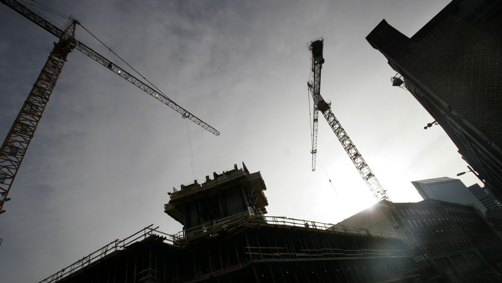 Etter mange år med stigning i antall byggetillatelser for boliger har antall søknader nå falt seks kvartaler på rad.
