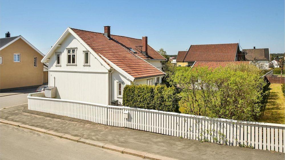 Sarpsborg ligger en drøy time med bil fra Oslo. Selv om boligprisene i byen er stigende, kan de ikke sammenlignes med prisene i Oslo-området.