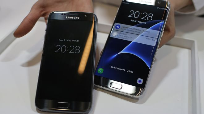 Samsung Galaxy S7 og S7 Edge vist fram under Samsung Galaxy Unpacked-arrangementet under Mobile World Congress 2016.