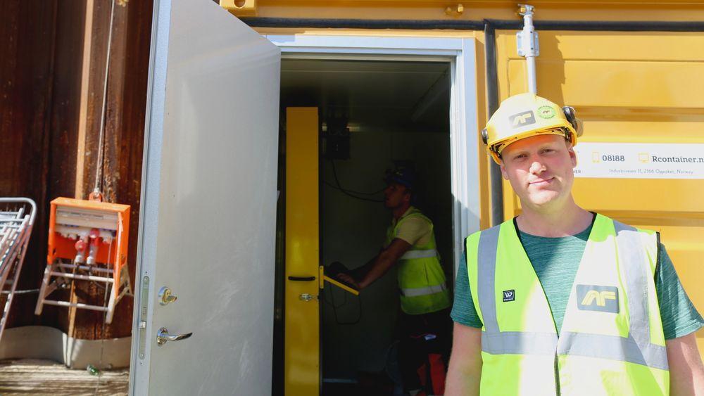 BIM-koordinator i AF-gruppen Rune Huse Karlstad driver med digital opplæring av fagarbeidere på byggeplassen i Bjørvika.