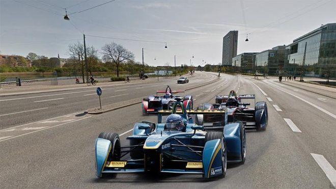 De elektriske racerbilene i Formel-E-løpsserien har fått en alternativ oppladningsmetode