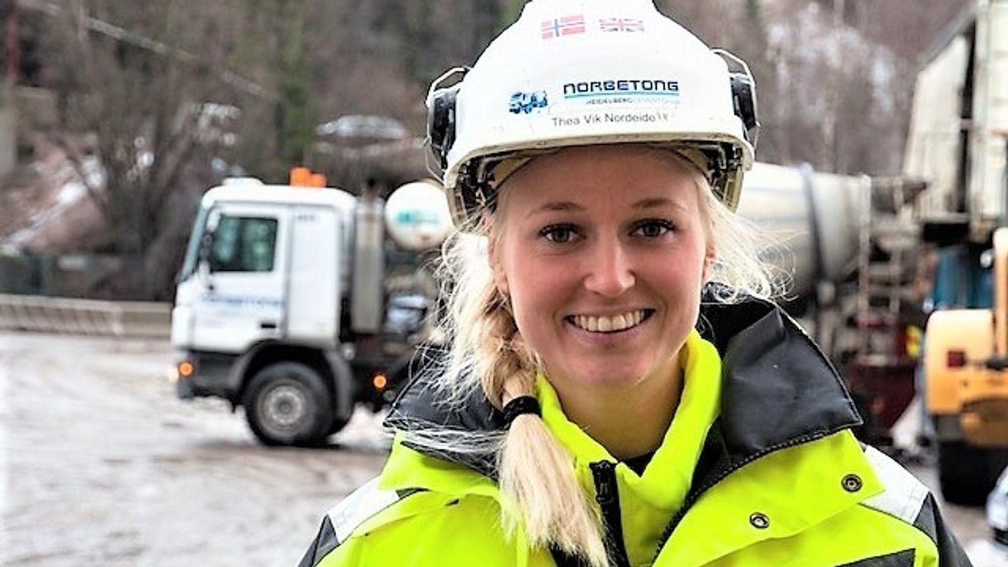 Betongteknolog Thea Vik Norvik tilbringer det meste av tiden sin utendørs. – Men jeg prøver å ha én kontordag i uka, sier hun.