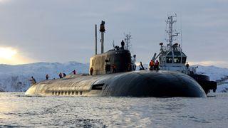 Russisk atomubåt seiler langs norskekysten
