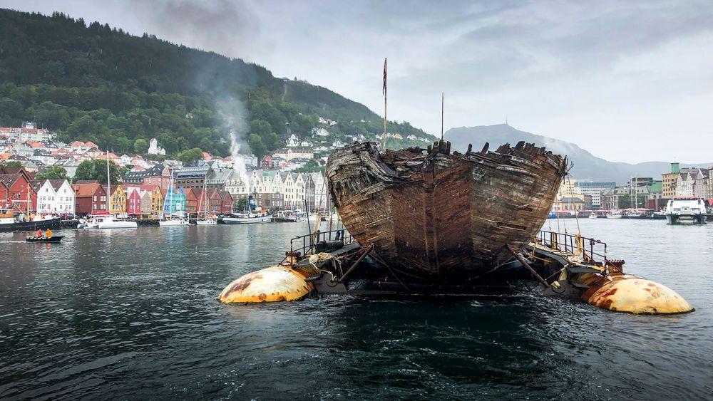 """Roald Amundsen polarskute """"Maud"""" viser seg fram i Bergen, Den slepes fra fra Grønland til Vollen i Asker hvor den er forventet å ankomme lørdag 18. august."""