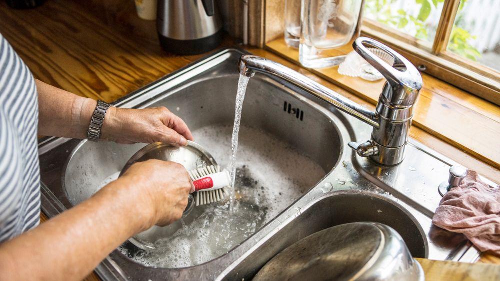Det er ingen våtromskrav for kjøkken i byggteknisk forskrift. Det vil takstsjef Lars Angell i Tryg Forsikring gjøre noe med.