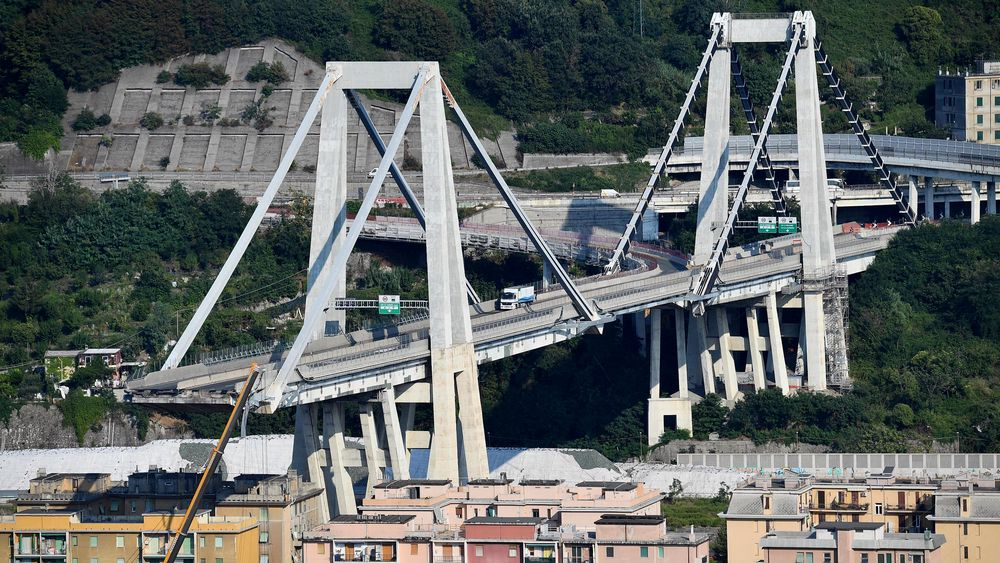 I løpet av de bare 51 årene som har gått siden den nå delvis kollapsede Morandi-brua i Italia åpnet, har den vært gjennom flere store renoveringer. Den nå kollapsede delen sto foran en stor renovering, der skråstagene skulle forsterkes