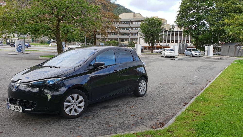 Elbiler må betale bompenger i Bergen fra neste år dersom dagens utvikling fortsetter.