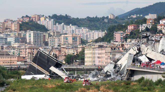 Fagblad: Kameraer på brua som kollapset, viser at betongen sprenges bort fra stagene