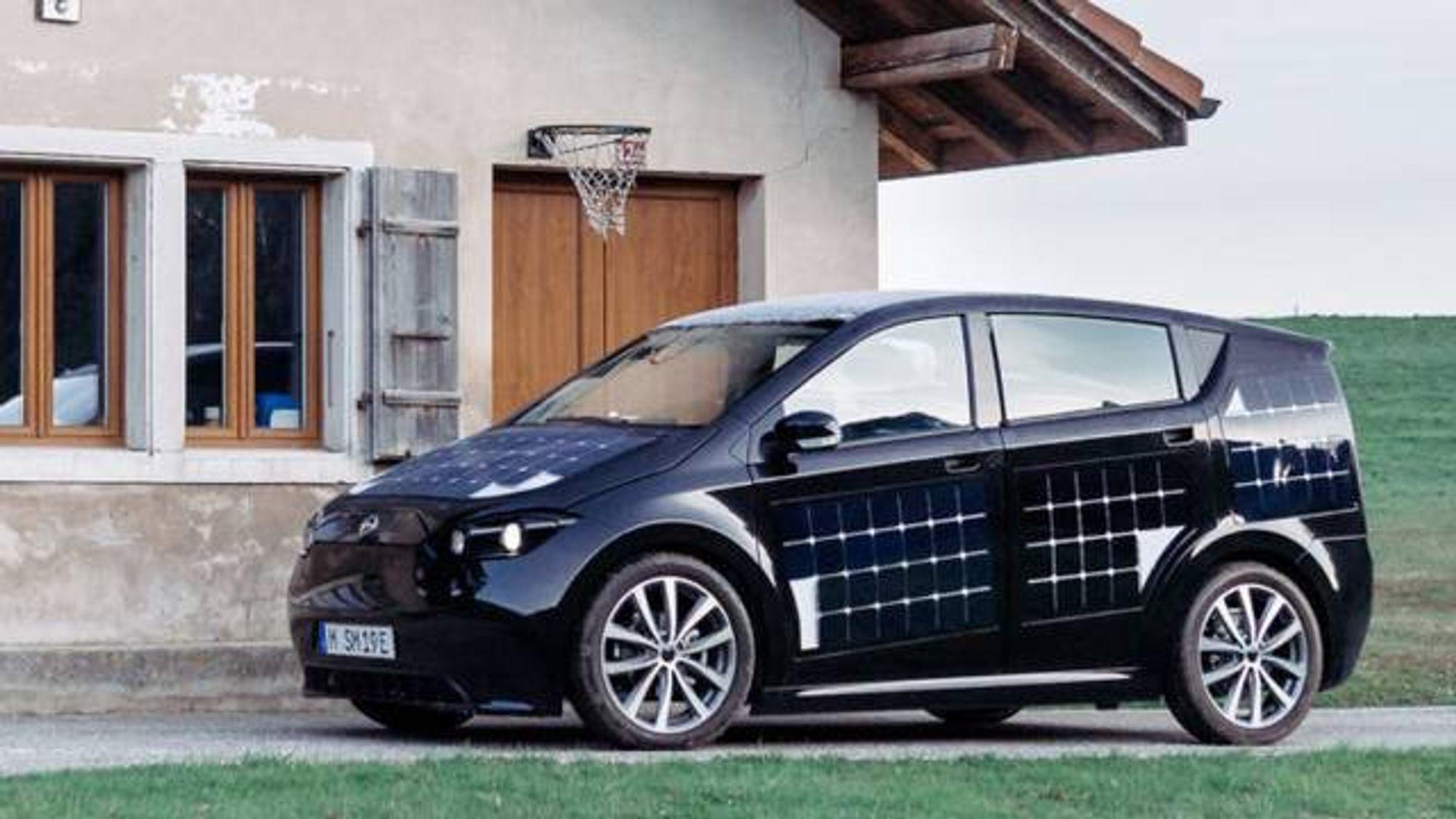Solcellene gir tre mil – så trår den tyske elbilen til