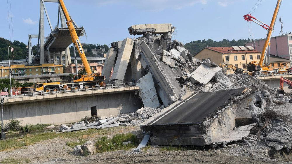 Den sammenraste Morandi-broen i Genova.