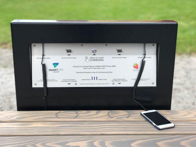 Slik ser ladestasjonen på de nye smartbenkene ut.