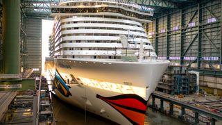 Her kommer verdens første LNG-drevne cruiseskip ut av dokk