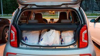 Fire poser med matvarer er den omtrentlige bagasjeromsplassen i e-Up.