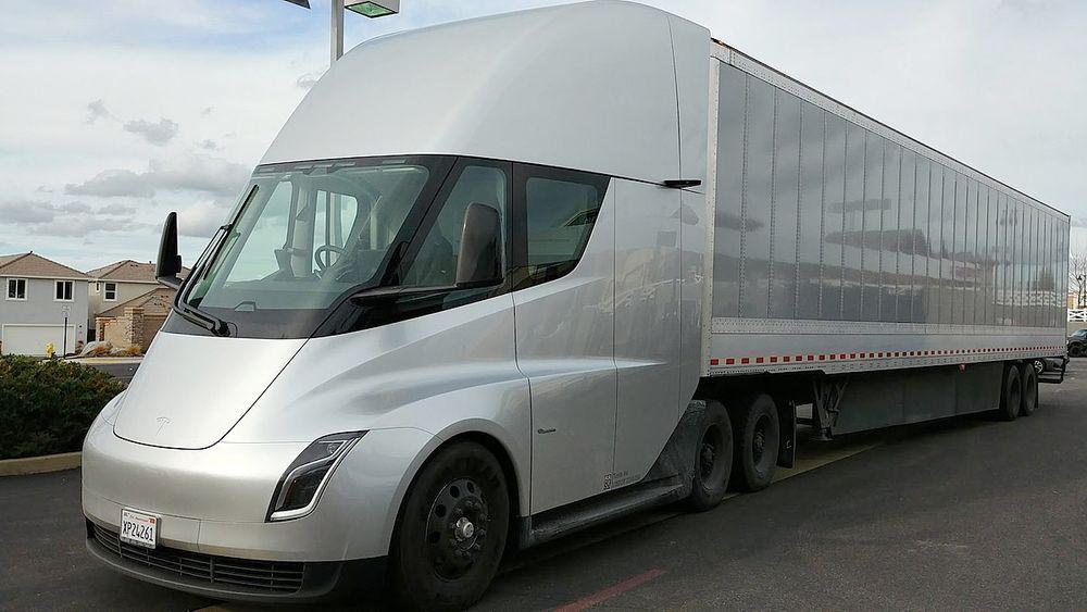 Tesla lastebil har gjennomført sin første langkjøring med last