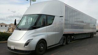 Teslas lastebil har gjennomført sin første langkjøring med last