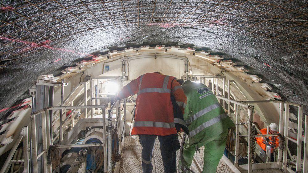 Rett bak tunnelboremaskinen som boret den nye Ulrikstunnelen Jernbanetunnelen ble boret parallelt med den gamle slik at det ble dobbelt spor mellom Bergen og Arna.