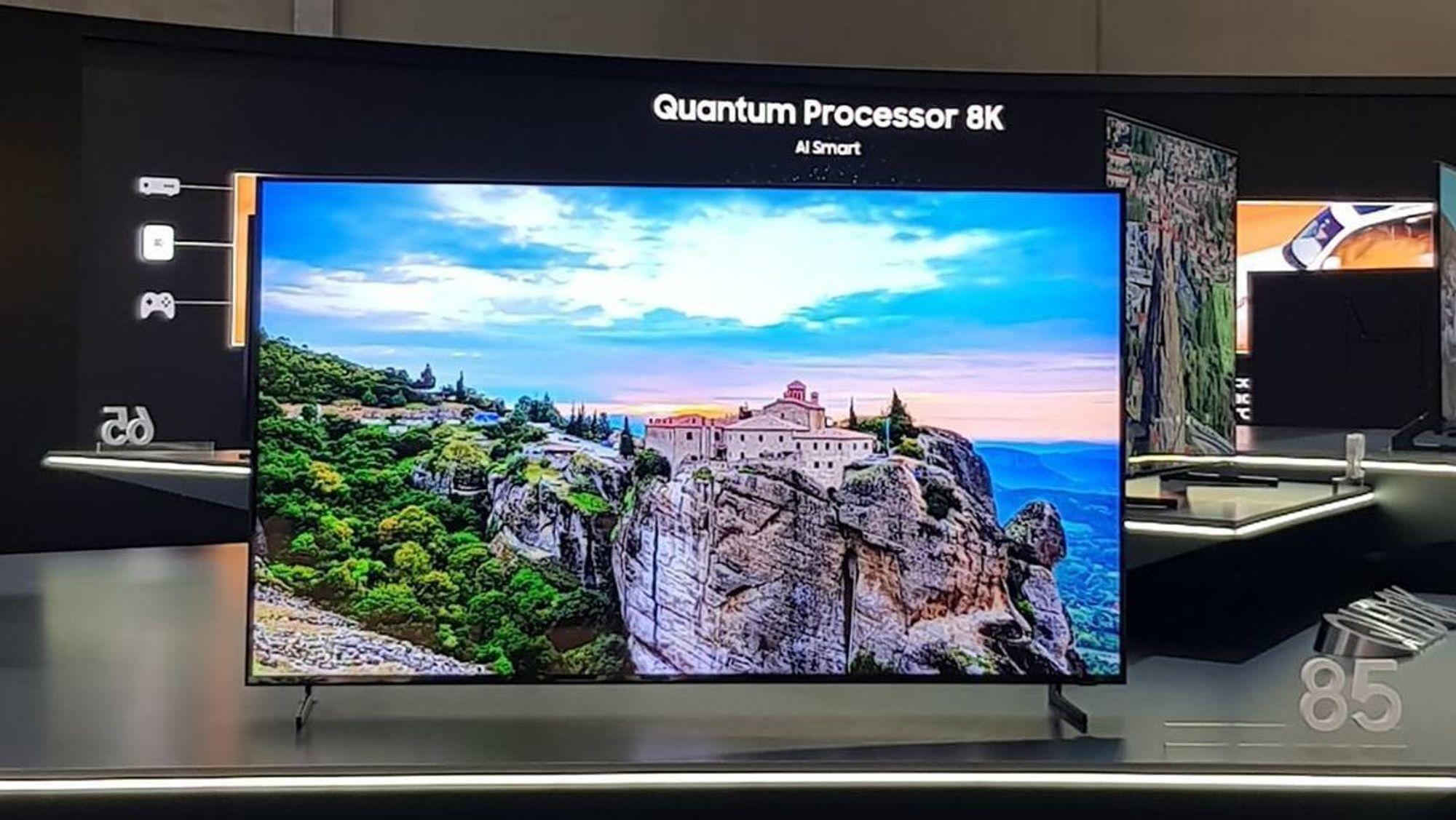 CUT: Samsung Q900 Samsung's first 8K TV will arrive in