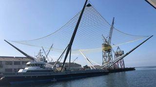 Offshoreskip med 3700 m2 nett fanger rakettdeler for Elon Musk