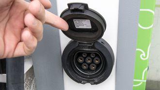 En Type 2-stikkontakt for medbrakt kabel. Kalles ofte fleksilader eller semihurtiglader.