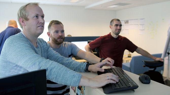 Kjetil Hafstad (til høyre) ble ansatt for å jobbe med appen på fulltid. Det har vært intense dager for å få alt ferdig til lansering.