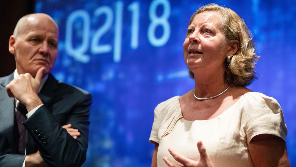 Berit Svendsen slutter som administrerende direktør i Telenor. Her sammen med konsernsjef Sigve Brekke.