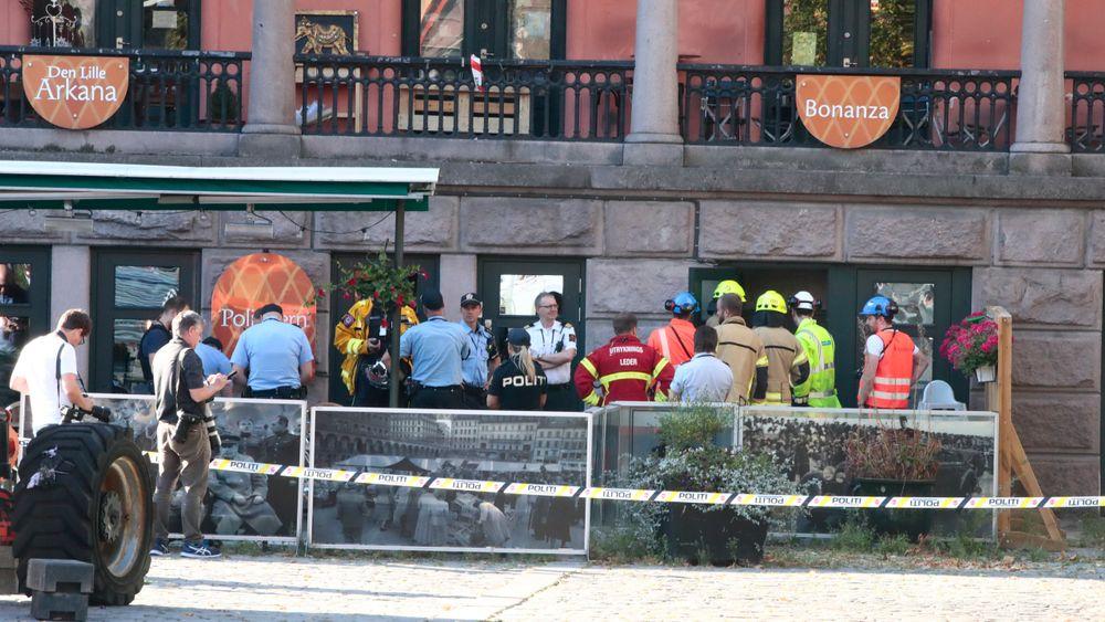 En betongvegg raste inn i en annen bygning på Youngstorget i Oslo mandag ettermiddag.