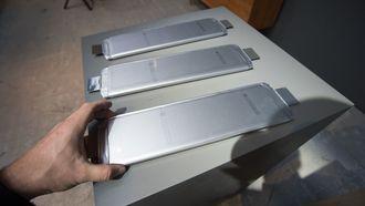 Batteriet er bygget opp av moduler som består av flere slike litiumionceller.