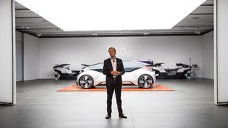 Volvo-sjef Håkan Samuelsson presterer Volvo 360c-konseptet.