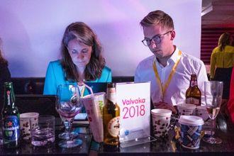 Politisk redaktør i VG, Hanne Skartveit og journalist Lars Joakim Skarvøy. Her fra under det svenske valget. Arkivfoto