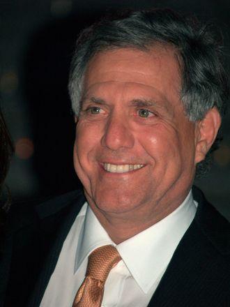 Toppsjef i CBS Leslie Moonves går av etter anklager om seksuelle overgrep mot en rekke kvinner, opplyser kringkastingsselskapet.