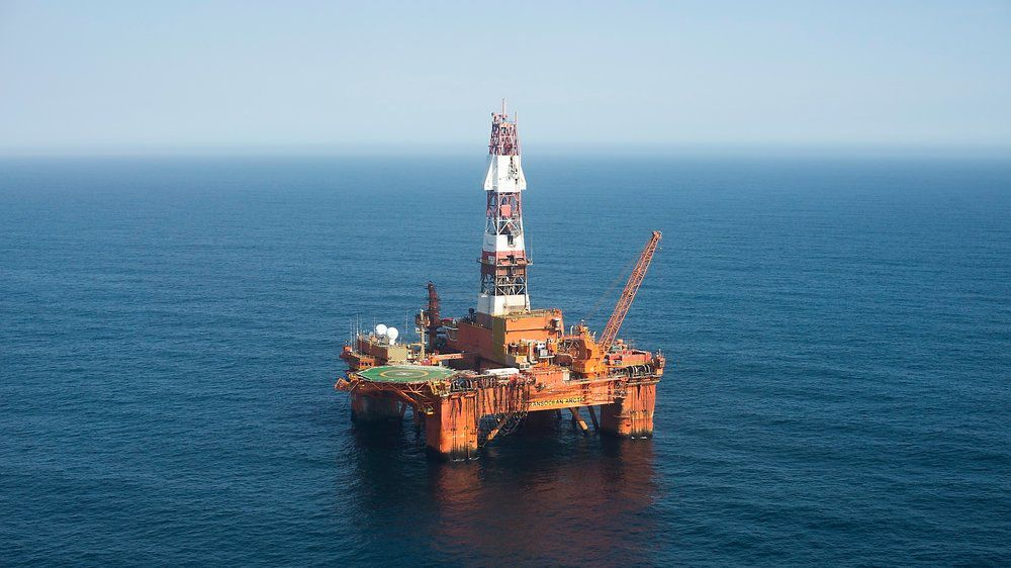 Staten har inngått forlik med tre Transocean-selskaper, og betalr selskapene 30 millioner kroner. På bildet er Transocean-riggen Transocean Arctic.