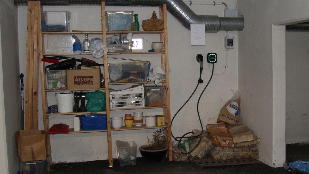 Her er Intelligent Solutions sin ladeboks installert på en av p-plassen i garasjeanlegget til Tennisveien 29 A sameie.