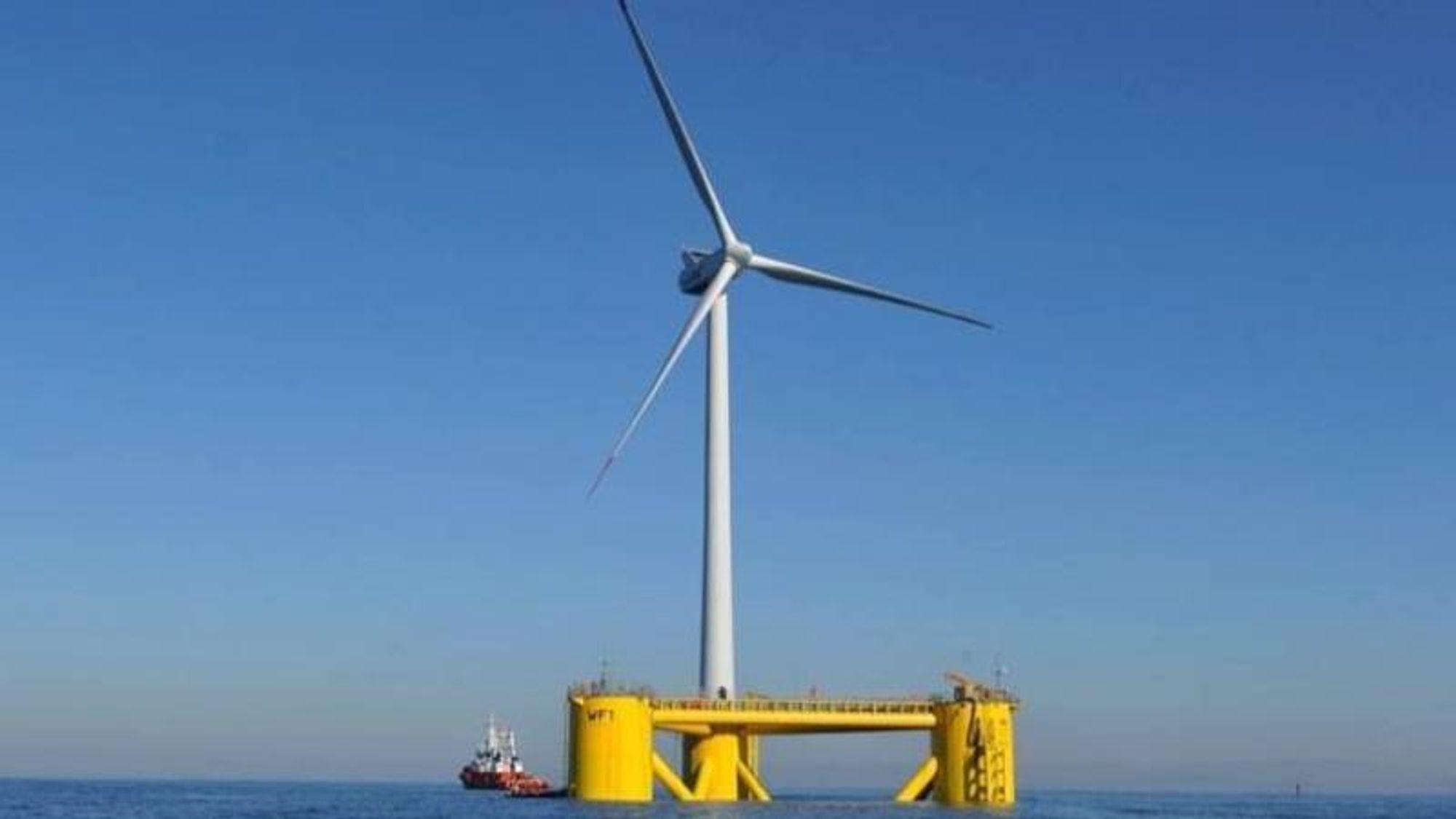 Pilotanlegget med Windfloat-platformen brukte en 2 MW Vestas-vindmølle. Fundamentet og møllen ble tauet ut på plass i januar 2012, og tatt ned igjen i 2016.