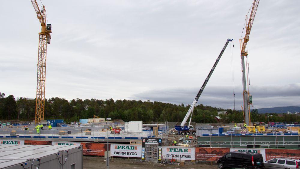 I Alta bygges et nytt omsorgssenter med 60 omsorgsboliger og 108 sykehjemsplasser. Bildet av byggeplassen ble tatt i juni 2018.