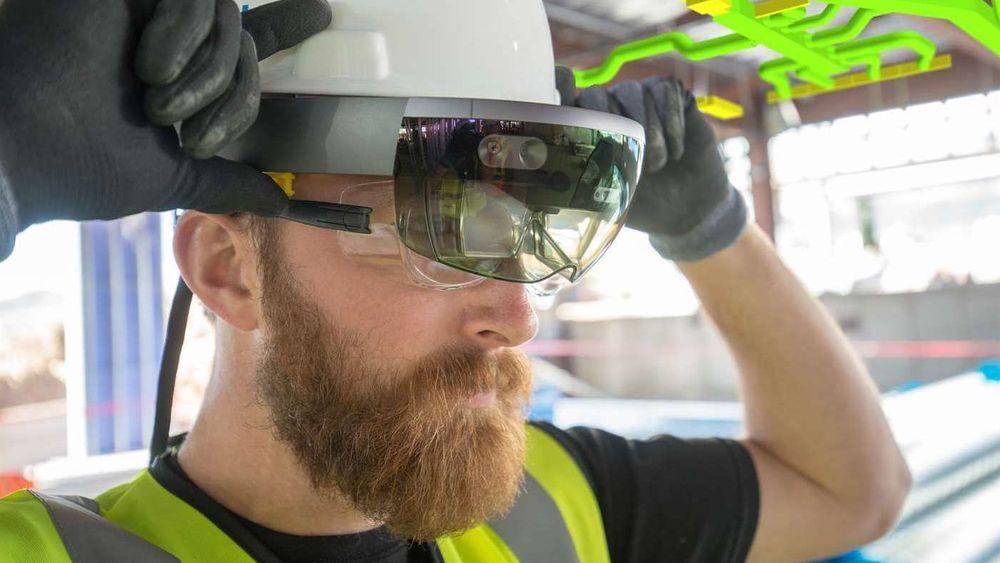 Trrimble har samarbeidet med Microsoft om innhold til selskapets holografiske briller siden 2015.