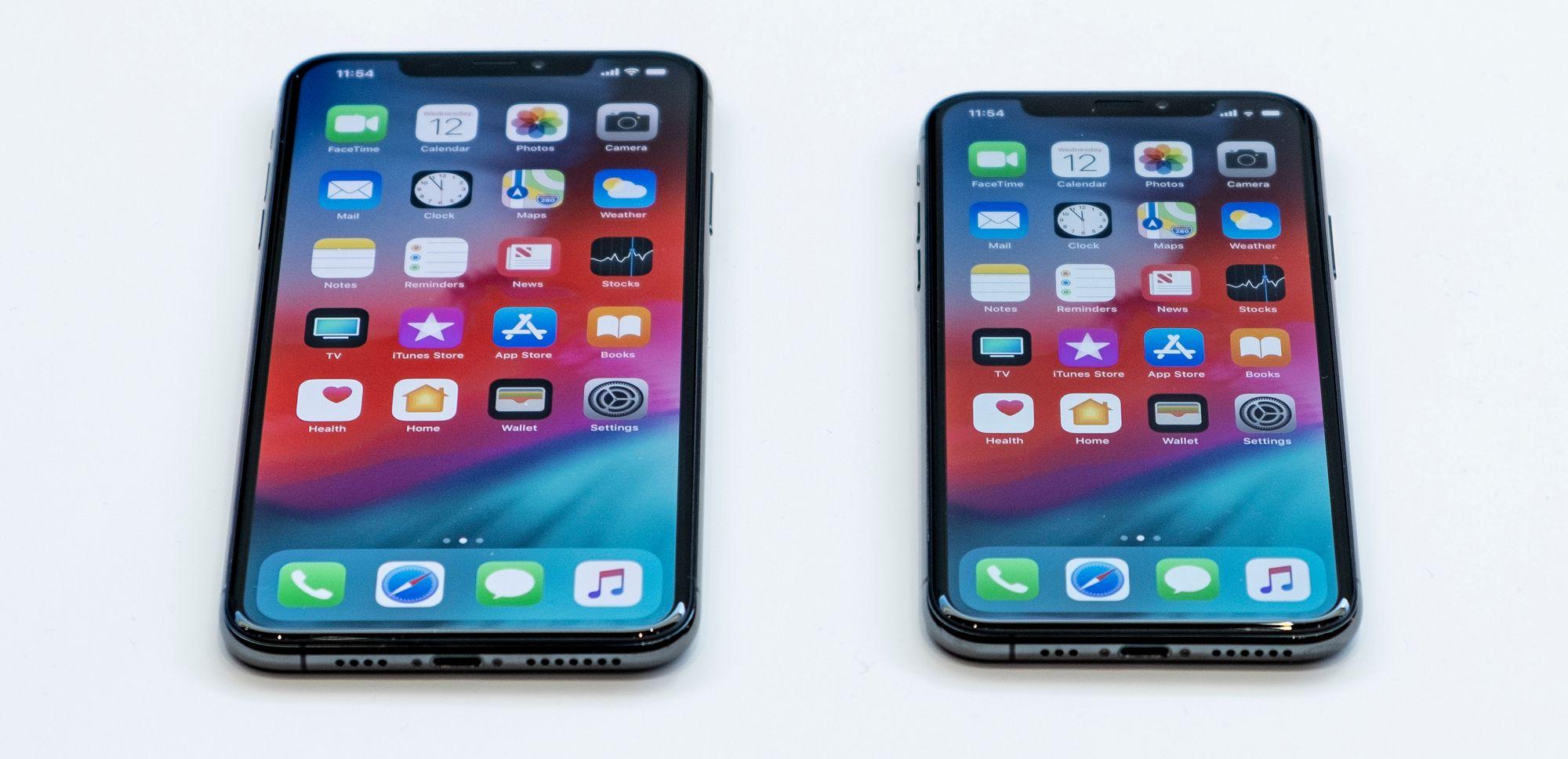 7db485e6 iPhone XS Max og XS side om side. Max er ikke akkurat en liten tass, men  med stor skjerm og det største iPhone-batteriet noensinne vil den nok bli  manges ...