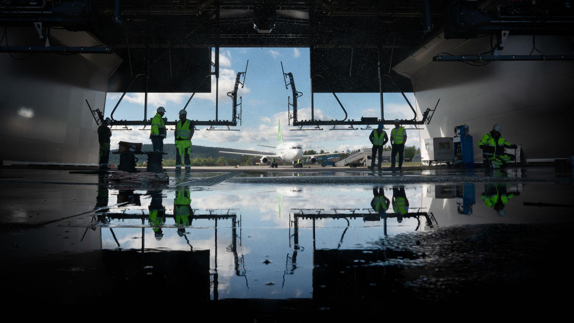 Verdens første vask- og avisingshall for fly står klar på Skien lufthavn, Geitryggen.